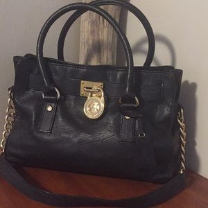 🌿 Michael Kors black/gold bag